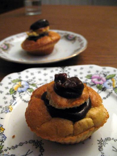 feather-light-goji-muffins-1